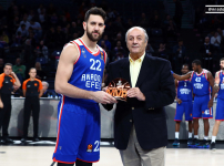 Micic received MVP Award from Tuncay Özilhan…